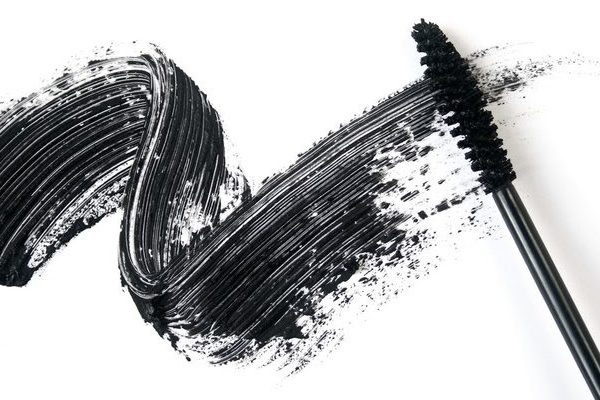 Smear of make-up (mascara)